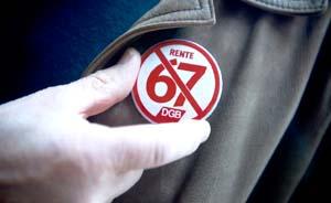 Roter DGB-Pin gegen Rente mit 67