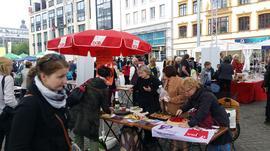Kuchen- und Infotand beim Frauenfestival
